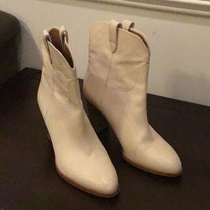 Frye June Short White size 9 79245